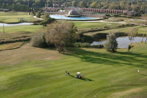 18-hole golf courses pisa tuscany seaside